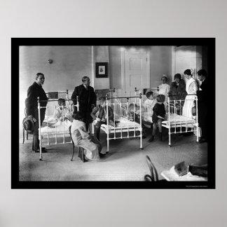 El hospital de niños en Nueva York 1920 Poster