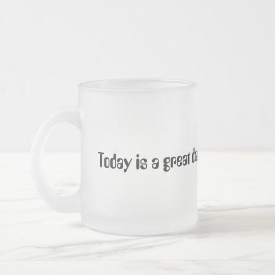 El hoy es un gran día. Comamos un poco de café Taza De Café Esmerilada