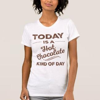 El hoy es una clase del chocolate caliente de camiseta