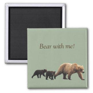 el imán con el oso del momma y 2 jóvenes paren