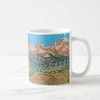 El indio enarbola la taza de café