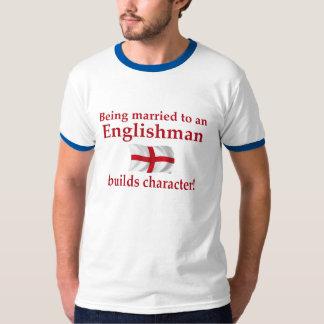 El inglés construye el carácter camisas