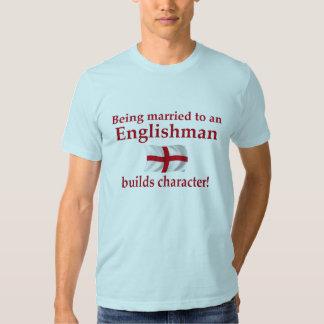 El inglés construye el carácter camiseta
