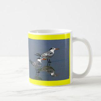 El jGibney Birds2CocoaBeach1 de la serie del artis Taza De Café