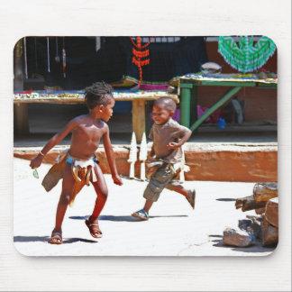El jugar de los niños tapetes de raton