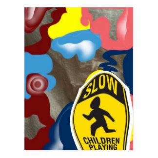 El jugar lento de los niños de la servilleta postal