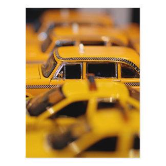 El juguete de Nueva York lleva en taxi la postal