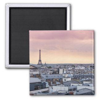 El La de la torre Eiffel de París compite el imán