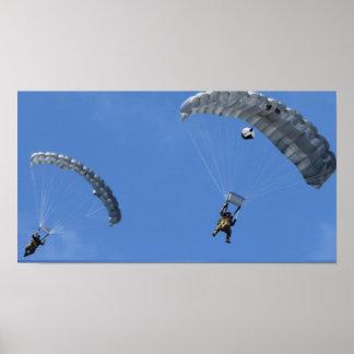 El lanzarse en paracaídas poster