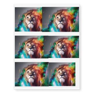 El león colorido que mira para arriba empluma el tatuajes temporales