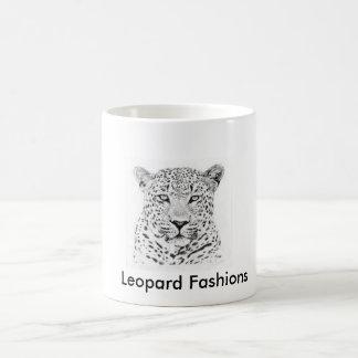 El leopardo oficial forma la taza