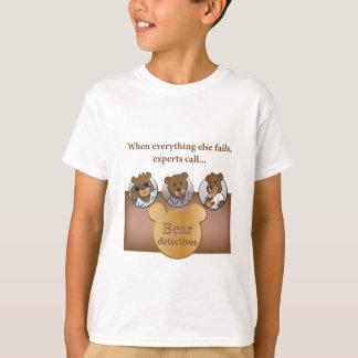 El logotipo de los detectives del oso y la camiseta