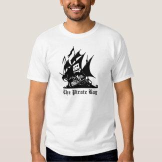 el logotipo del barco pirata de la bahía del camisetas