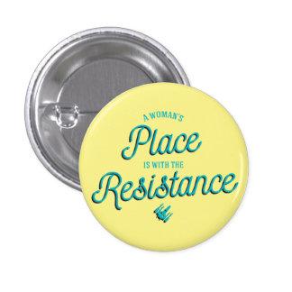 ¡El lugar de una mujer está con la resistencia! Chapa Redonda De 2,5 Cm