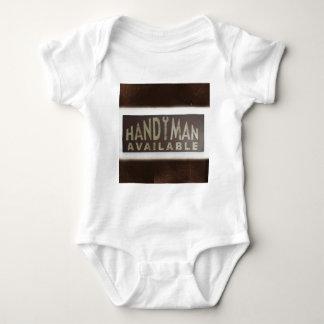 el mantenimiento equipa a la manitas del body para bebé