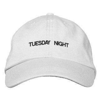 El martes por la noche gorra