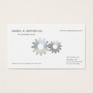 El mecánico de coche adapta para arriba tarjeta de negocios