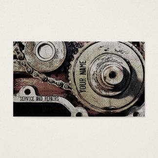 el mecánico repara la plantilla de la tarjeta de