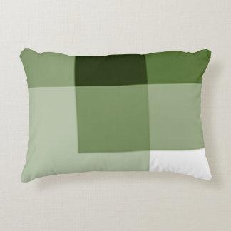 El medio de la verde salvia sombrea la almohada