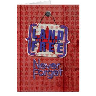El Memorial Day nunca olvida la tierra del rústico Tarjeta De Felicitación