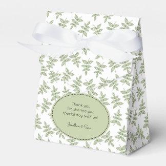 El modelo de las hojas de la verde salvia le caja de regalos