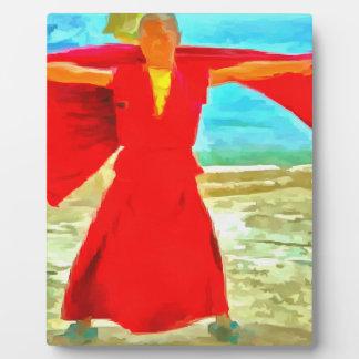 El monje estupendo del ajuste en rojo placa expositora