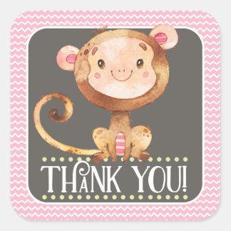 El mono del chica le agradece pegatina