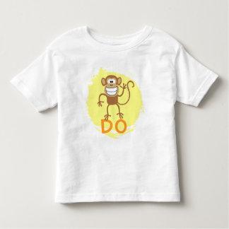 El mono hace camiseta de bebé