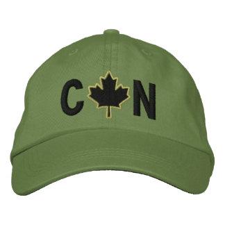 El monograma personaliza el bordado de la hoja de gorras de béisbol bordadas