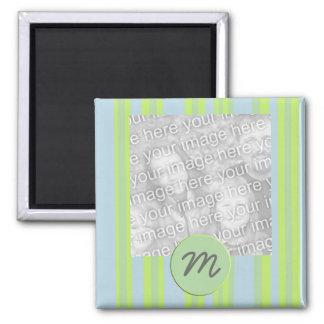 el monograma raya el marco de la foto imán cuadrado