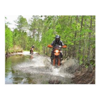 El montar en la Florida Dirtbike Postal