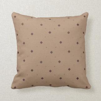 El moreno con Brown ajusta la almohada