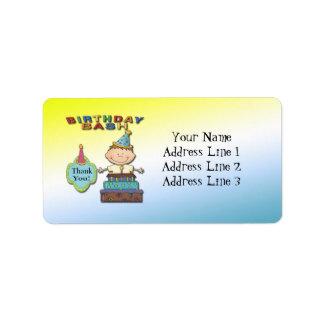 El muchacho del golpe del cumpleaños le agradece etiqueta de dirección