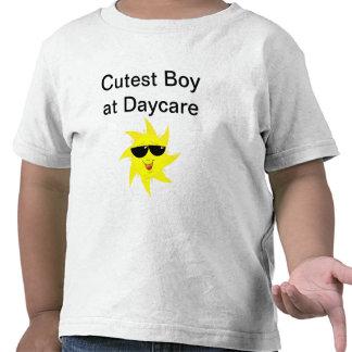 El muchacho más lindo en la guardería camiseta
