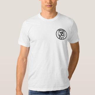 El muchacho OM del safari junta con te Camiseta