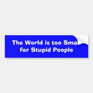 El mundo es demasiado pequeño para la gente estúpi pegatina para coche