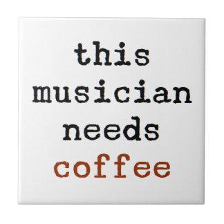 el músico necesita el café azulejo de cerámica