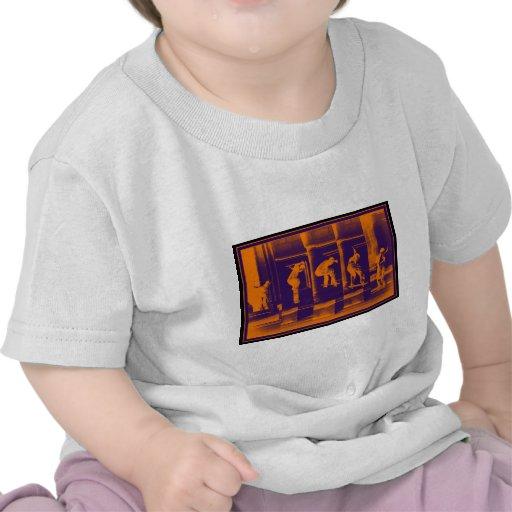 El naranja sólido camisetas