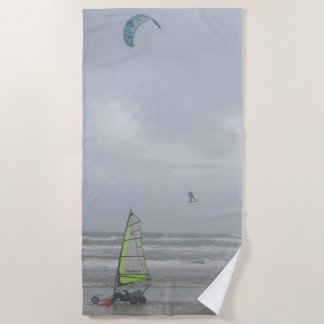 El navegar de la arena y toalla de playa de la
