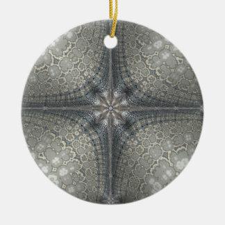 El navidad adorna con una estrella y una natividad adorno navideño redondo de cerámica