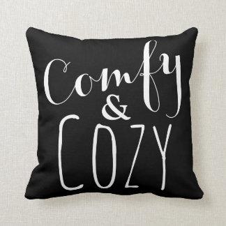 El navidad blanco y negro agudo de la almohada se