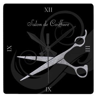 El negro elegante encrespa el salón de pelo de reloj cuadrado