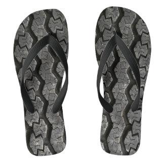 El neumático pisa flips-flopes divertidos chanclas