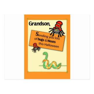 El nieto fastidia y silba Halloween Postal