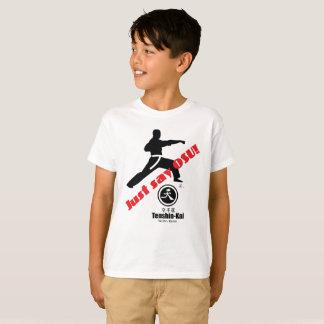 """El niño """"apenas dice la camiseta del karate de Osu"""
