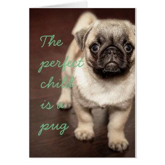 El niño perfecto es un barro amasado tarjeta de felicitación