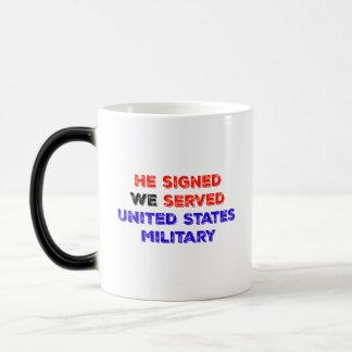Él nos firmó sirvió - porque la familia está allí taza mágica