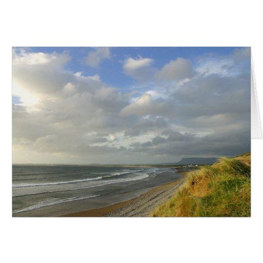 El océano de Strandhill Irlanda vara el cielo de Tarjeta De Felicitación