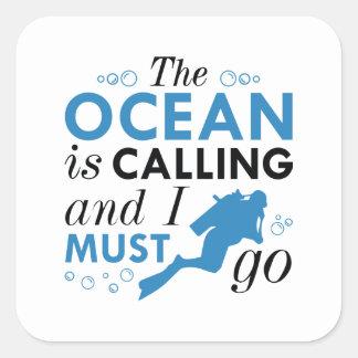 El océano está llamando pegatina cuadrada