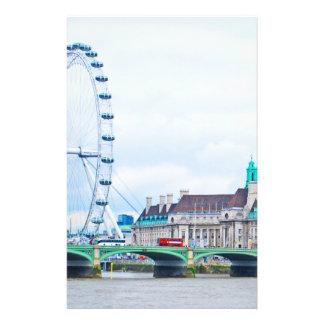 El ojo de Londres en un día soleado Tarjeta Publicitaria